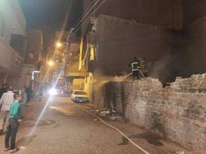 بالصور .. حي غرب ينجح في السيطرة علي حريق بقطعه ارض بمنطقه الجامع الكبير بأسيوط .