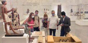 سفراء أجانب ووفد أمريكي يزورون متحف الحضارة بالفسطاط